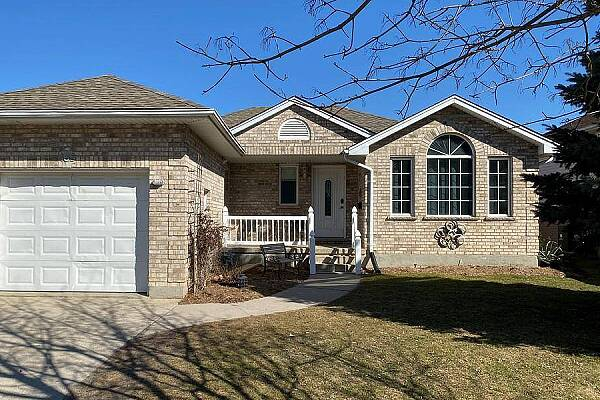 465 Riverview Drive, Strathroy, Ontario